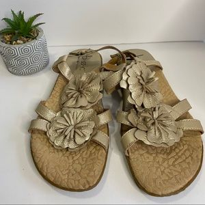 BOC By Born Concepts Sandals Gold Flat Size 38